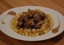 Rognons de boeuf, carottes, champignons et sauce moutarde (MaëvaB)